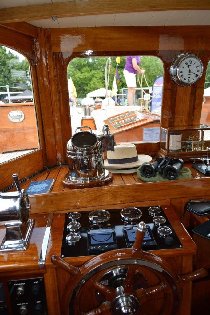 Technologie de pointe sur un yacht à moteur classique